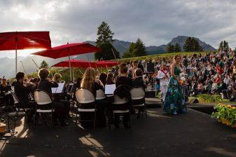 Souvenir d'une magnifique soirée musicale sur le parcours Ballesteros du Golf Club Crans-sur-Sierre, le 6 août 2021.Orchestre Valéik PhilharmonikArsène Duc, …